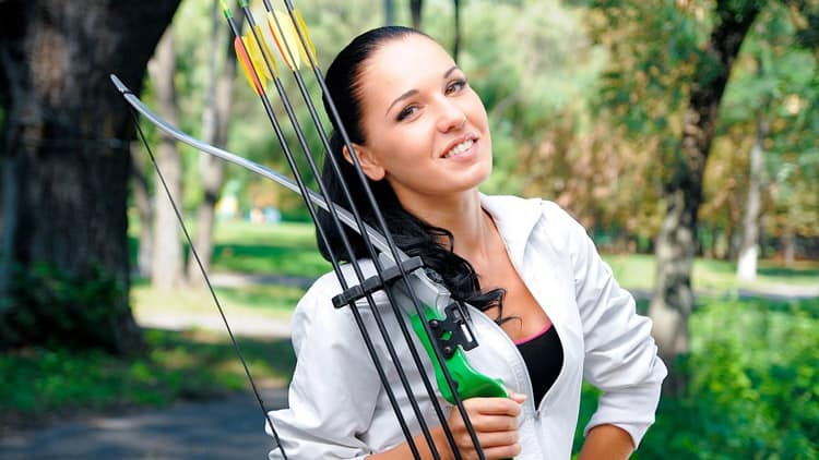 women-with-compound-bow